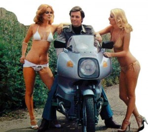 do girls like motorcycles - 2 girls 1 bike - www.MotorbikeLicense.com
