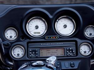 Do motorcycles have radios - harley davidson street glide radio - www.MotorbikeLicense.com