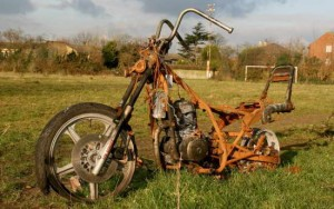rusted motorcycle - www.MotorbikeLicense.com