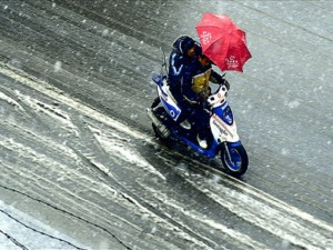 Riding a motorcycle in the snow - scooter snow - www.MotorbikeLicense.com